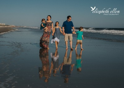 Family Photographer Elizabeth Ellen spends an evening capturing some beautiful family beach photographs